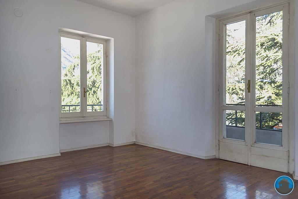 Appartamento in buone condizioni in affitto Rif. 5549353