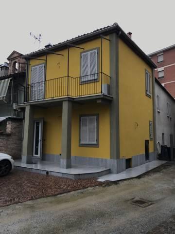 Foto 1 di Casa indipendente Alba