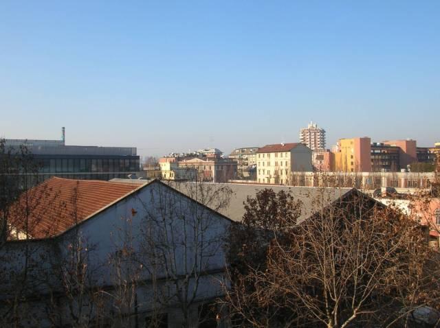 Appartamento in vendita 3 vani 110 mq.  via Valtellina 50 Milano