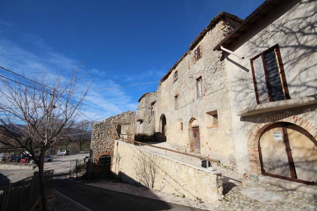 Sant'Elia (RI)Due palazzi adiacenti, terrazza e giardino