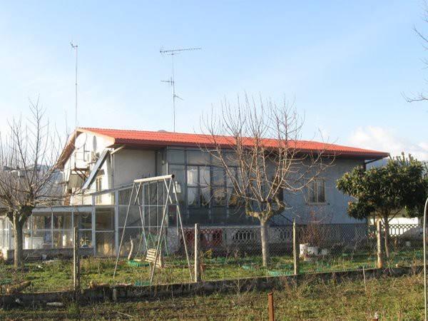 Villa in vendita a Presenzano, 5 locali, prezzo € 220.000 | CambioCasa.it