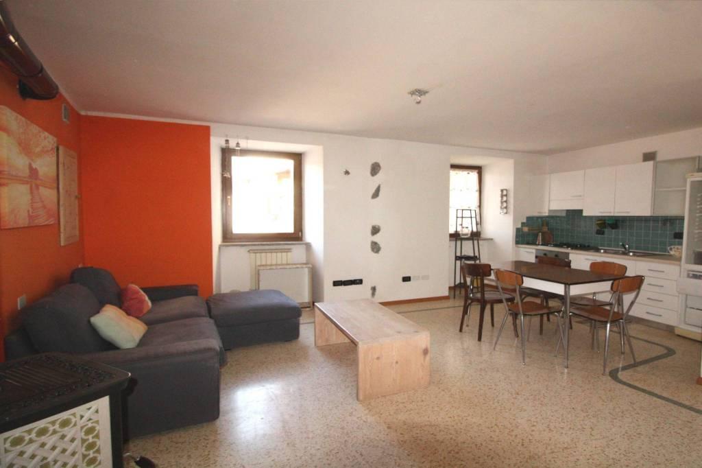 Appartamento in buone condizioni arredato in vendita Rif. 5578304