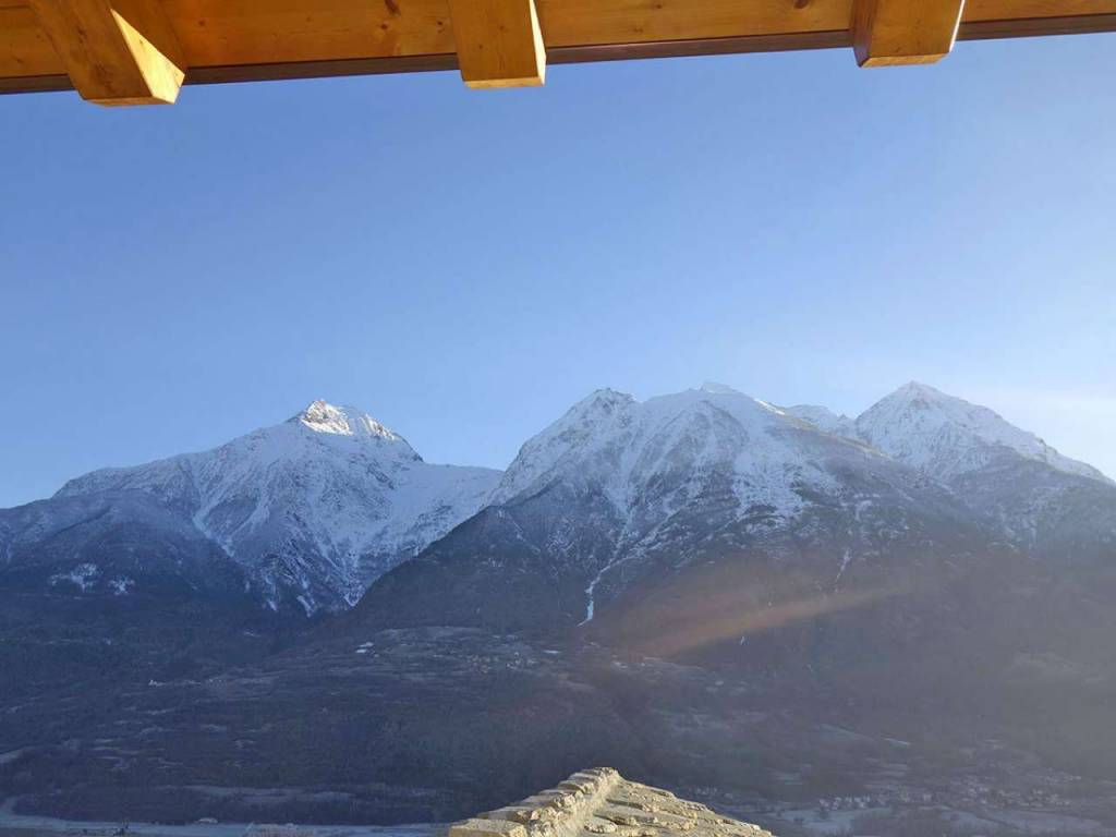 Aosta Quart Villair mansarda soleggiata panoramica terrazzo