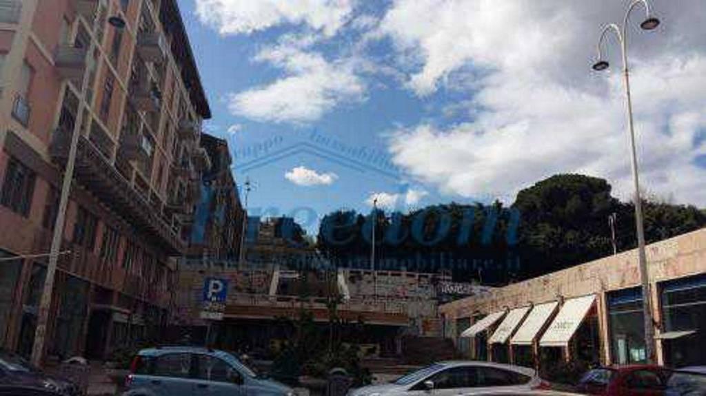 Negozio-locale in Affitto a Catania Centro: 5 locali, 180 mq