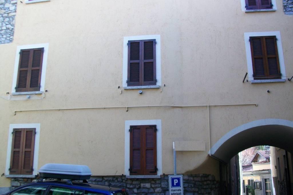 Appartamento in buone condizioni arredato in vendita Rif. 5556354