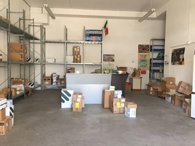 Magazzino in vendita a Pontecagnano Faiano, 5 locali, prezzo € 195.000 | CambioCasa.it