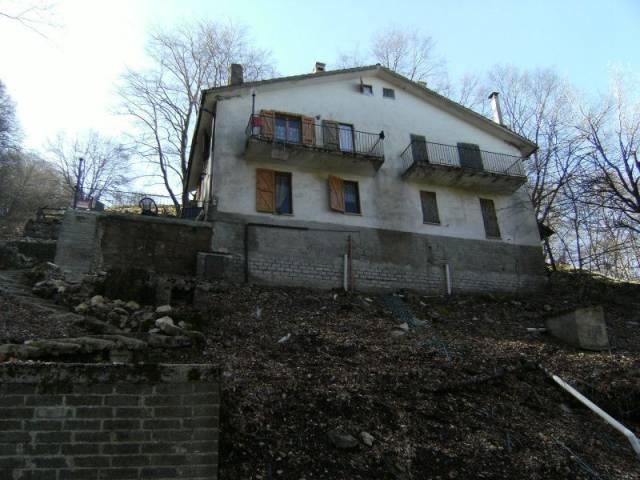 Villa in vendita a Serrone, 4 locali, prezzo € 45.000 | CambioCasa.it