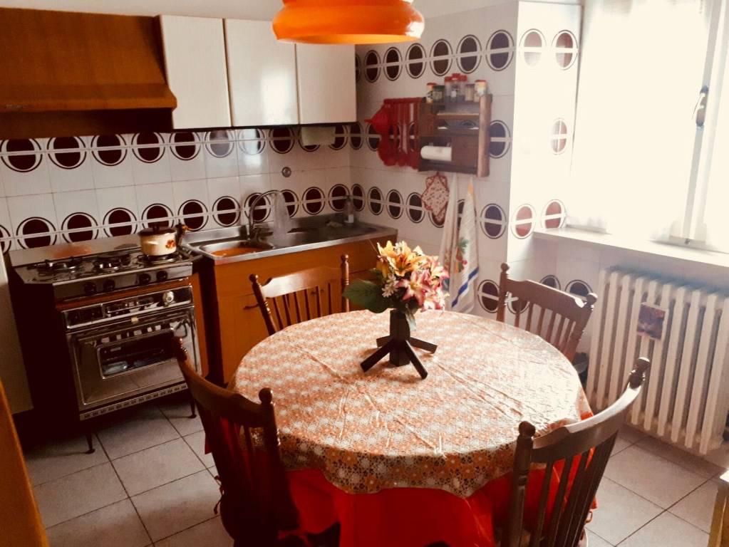 Appartamento in buone condizioni in vendita Rif. 8228827