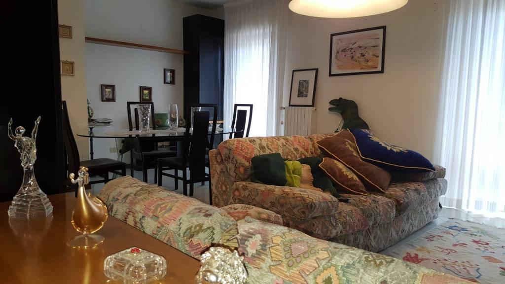 Appartamento in buone condizioni parzialmente arredato in vendita Rif. 5600945