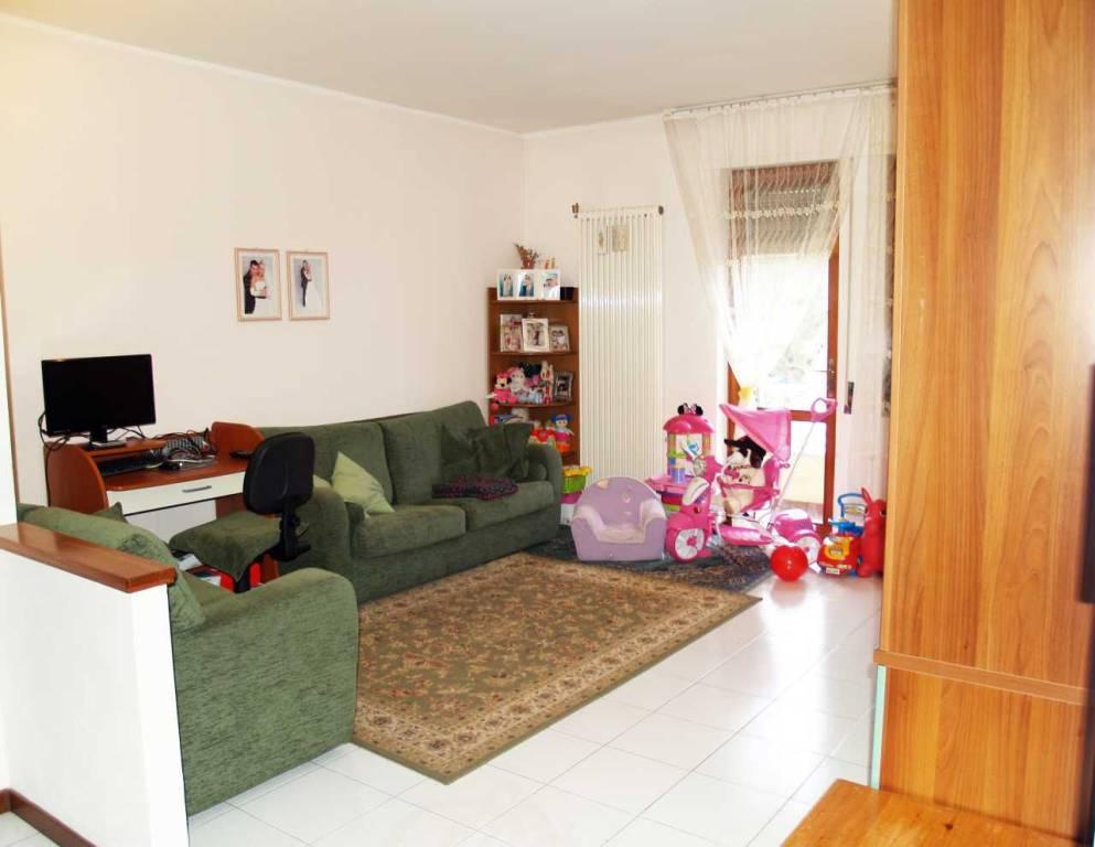 Appartamento in buone condizioni in vendita Rif. 5979949
