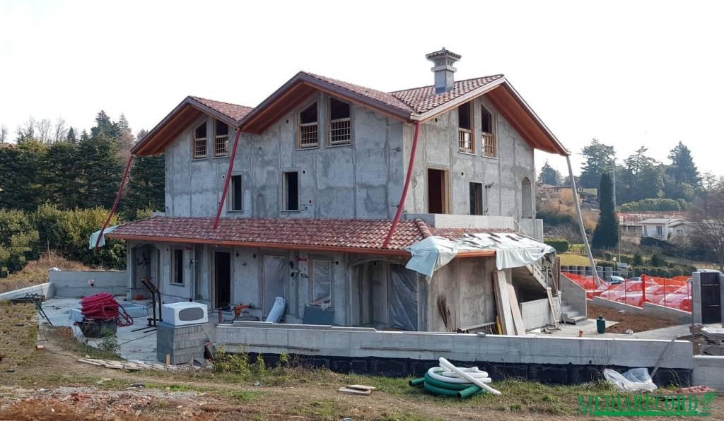 Appartamento in vendita a Appiano Gentile, 3 locali, prezzo € 275.000 | CambioCasa.it