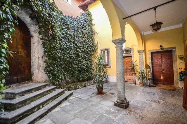 Appartamento in ottime condizioni parzialmente arredato in vendita Rif. 5644989
