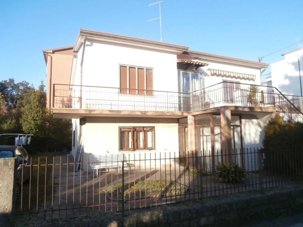 Appartamento in buone condizioni in vendita Rif. 8718784