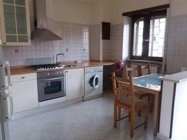 Appartamento in ottime condizioni arredato in affitto Rif. 5644644
