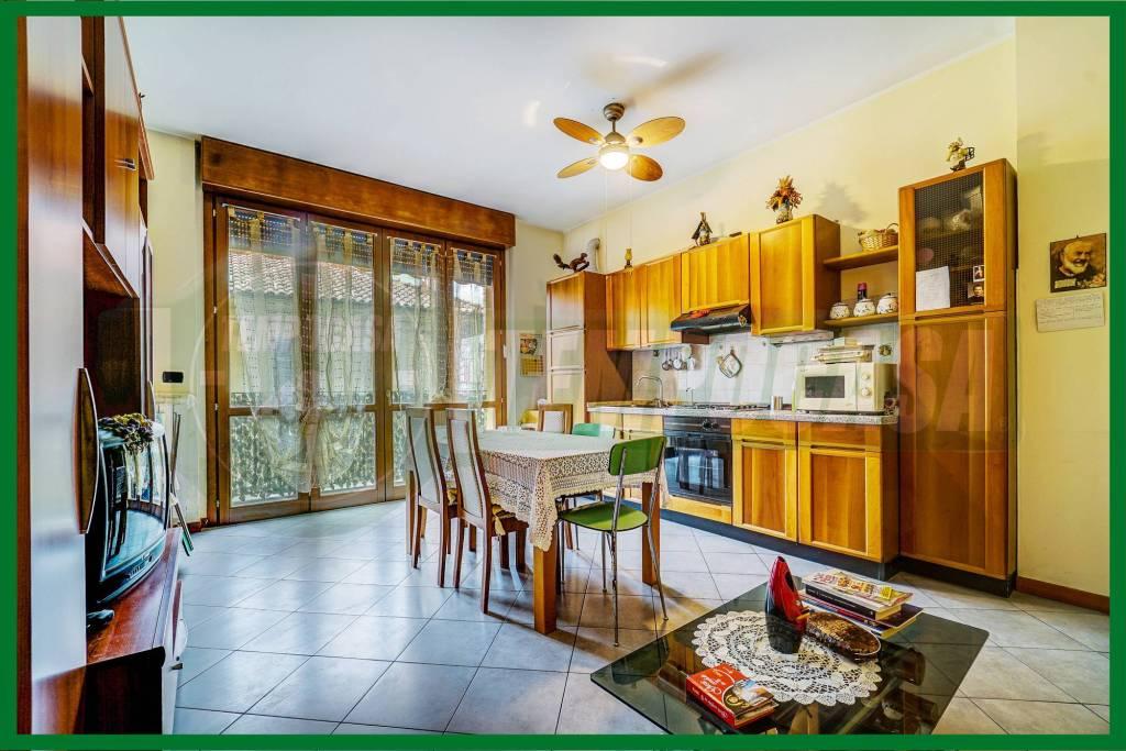 Appartamento in buone condizioni arredato in vendita Rif. 8914679