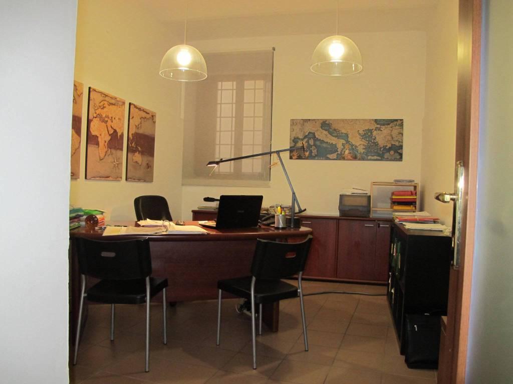 Negozio-locale in Affitto a Pistoia Centro:  2 locali, 80 mq  - Foto 1