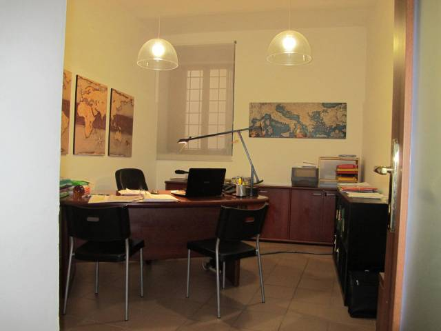 Negozio-locale in Affitto a Pistoia Centro: 2 locali, 80 mq