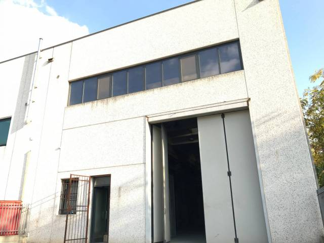 Capannone industriale in affitto a Concesio