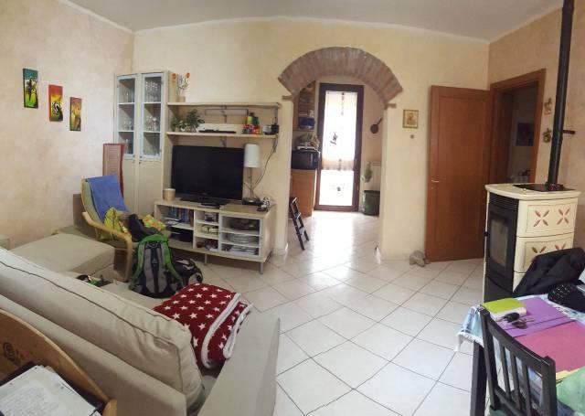 Appartamento in ottime condizioni parzialmente arredato in vendita Rif. 6643473