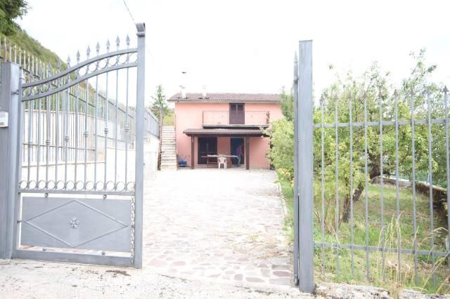 Villa in buone condizioni in vendita Rif. 5653602