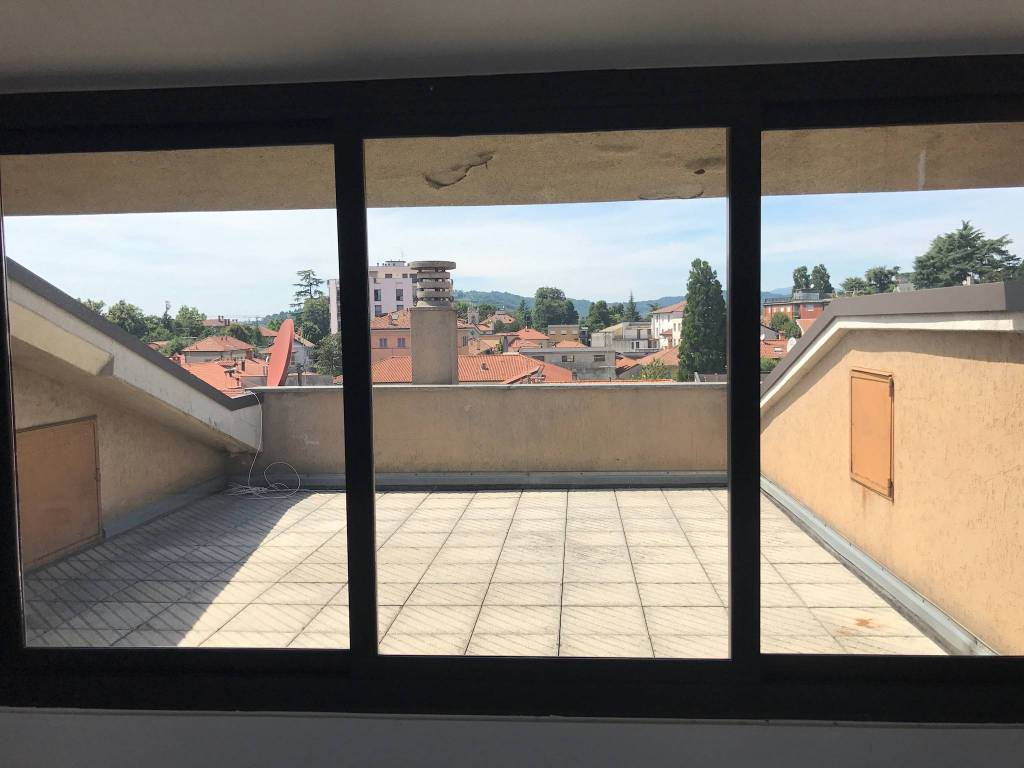 Appartamento in ottime condizioni in affitto Rif. 8427816