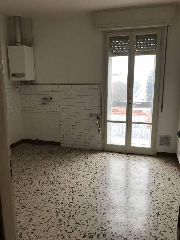 Appartamento in buone condizioni parzialmente arredato in affitto Rif. 6728236