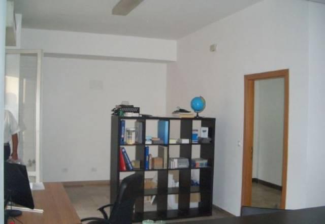 Ufficio / Studio in affitto a Falconara Marittima, 1 locali, prezzo € 400   CambioCasa.it