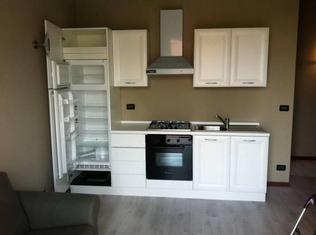 Appartamento in buone condizioni arredato in affitto Rif. 7325348