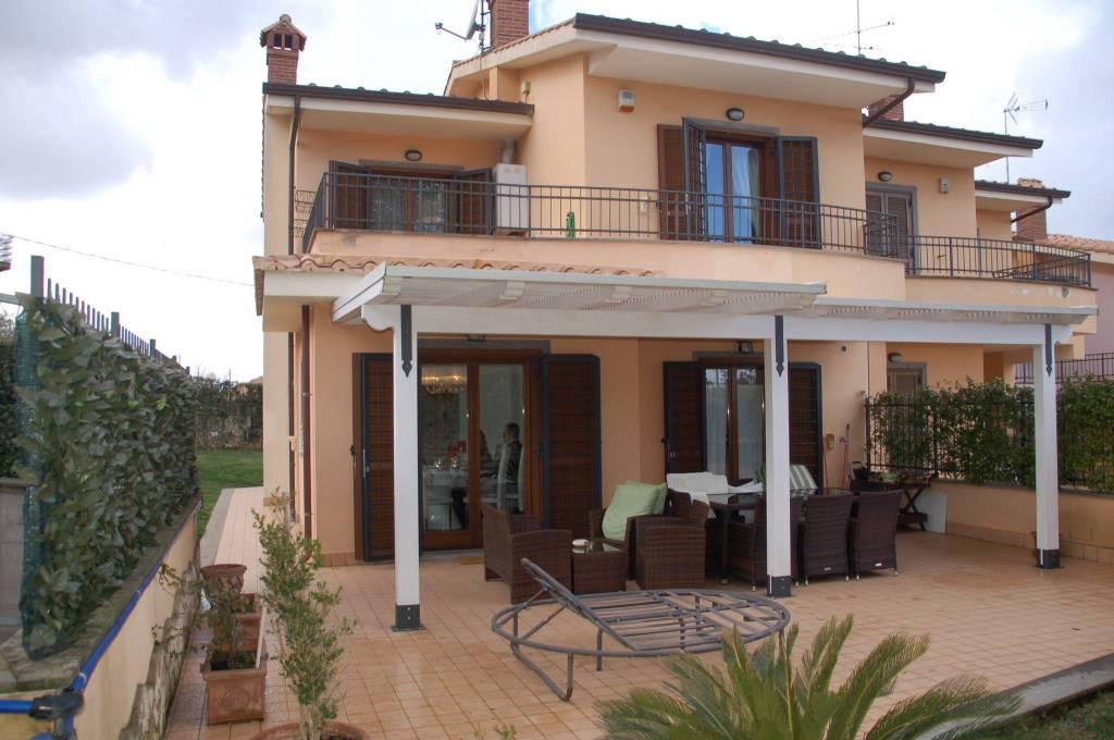 Villa a Schiera in vendita a Monte Porzio Catone, 6 locali, prezzo € 530.000 | CambioCasa.it