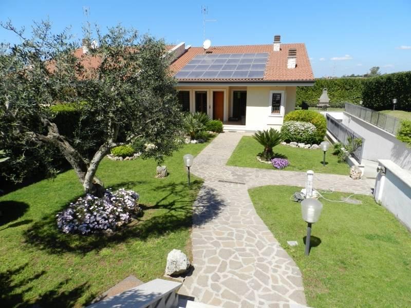 Villa in vendita 3 vani 224 mq.  via Vittore Ghiliani Roma
