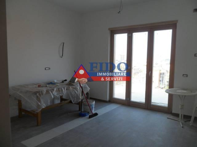 Appartamento in ottime condizioni arredato in affitto Rif. 6293315