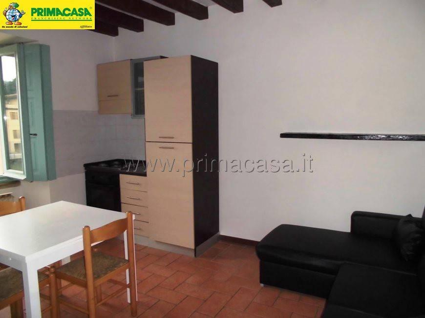 Appartamento in buone condizioni arredato in affitto Rif. 5670665