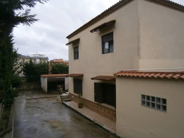 Appartamento in buone condizioni in affitto Rif. 6581360
