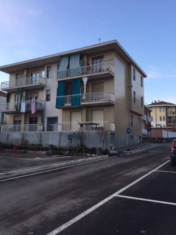 Appartamento in buone condizioni in affitto Rif. 5673435