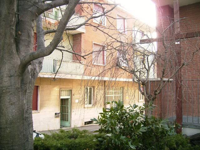 Appartamento in buone condizioni in affitto Rif. 8151336