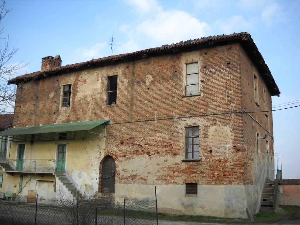 Rustico / Casale da ristrutturare in vendita Rif. 8337411