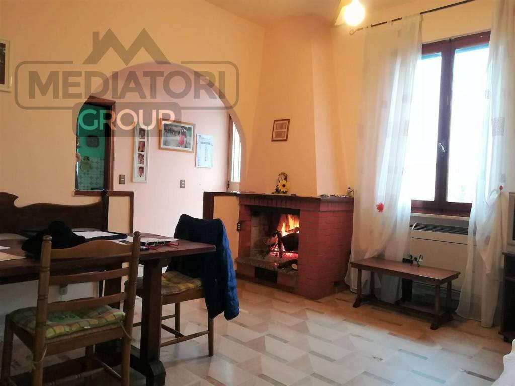 Appartamento in buone condizioni in vendita Rif. 8509411