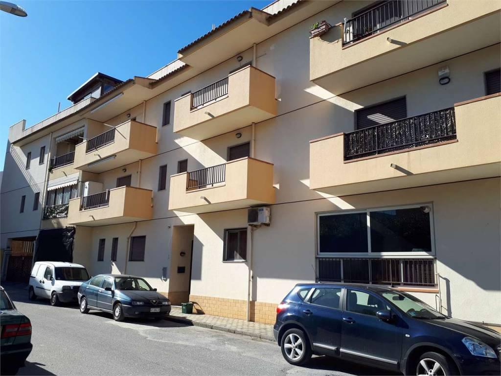 Appartamento in ottime condizioni in vendita Rif. 9153571