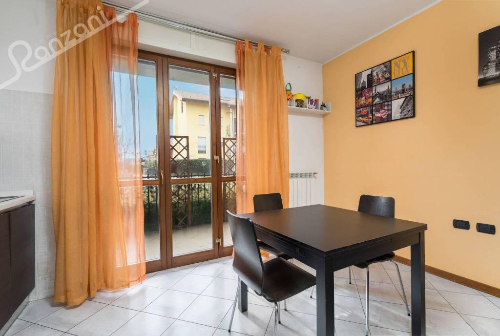 Appartamento in ottime condizioni parzialmente arredato in vendita Rif. 9191540