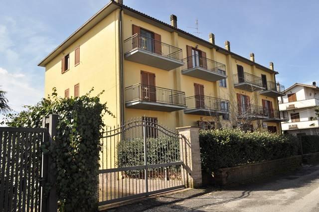 Appartamento in buone condizioni in vendita Rif. 5682522
