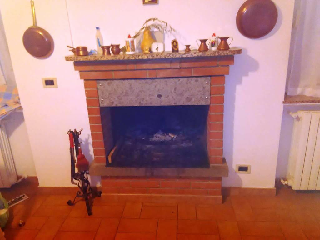 Appartamento in vendita a Vetralla, 5 locali, prezzo € 80.000 | CambioCasa.it