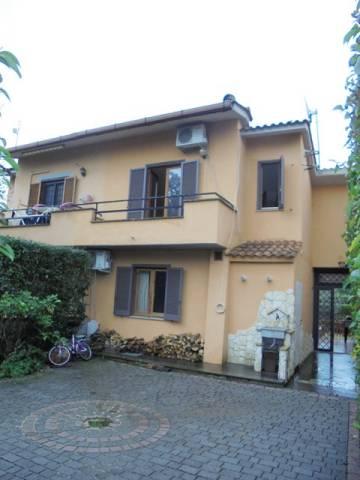 Villa a Schiera in vendita a Trevignano Romano, 6 locali, prezzo € 210.000 | CambioCasa.it