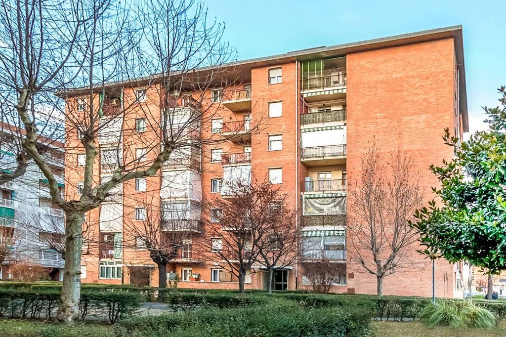 Immagine immobiliare In Via Buriasco a Torino, tra Corso Unione Sovietica e Mirafiori, in palazzo situato in moderno contesto residenziale con giardino in comune e ascensore, vendiamo appartamento di 83 m² completamente ristrutturato nel 2000. L'appartamento si...
