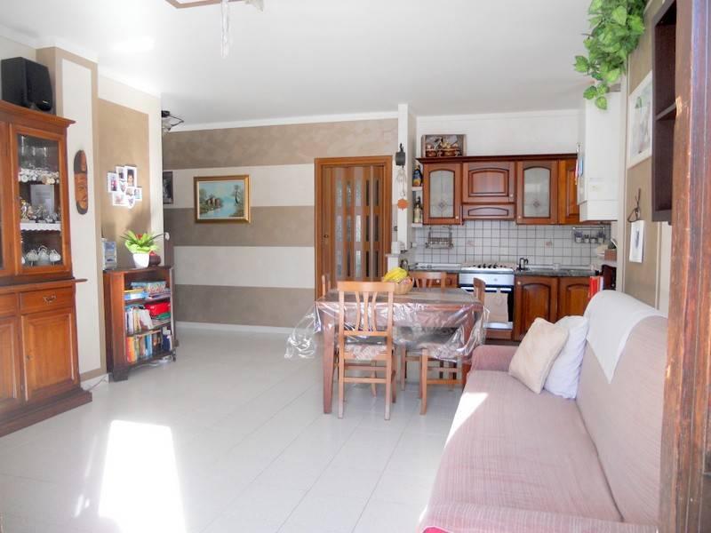 Appartamento in buone condizioni in vendita Rif. 9149684