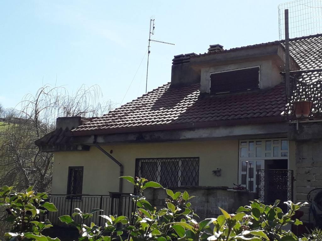 Appartamento in buone condizioni in vendita Rif. 8267400