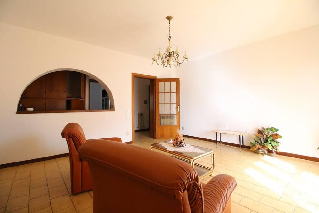 Appartamento in buone condizioni in vendita Rif. 5696985