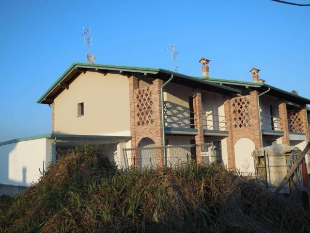 Villa a schiera quadrilocale in vendita a Crema (CR)