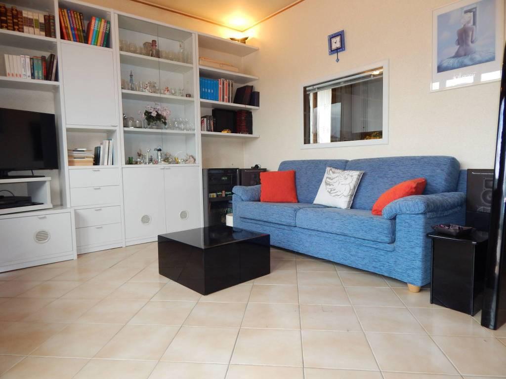 Appartamento in buone condizioni arredato in vendita Rif. 7949150