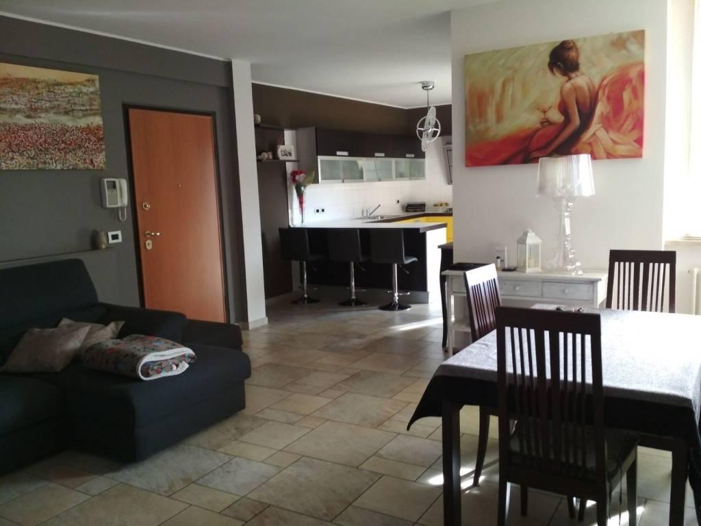 Appartamento in buone condizioni in vendita Rif. 7059609