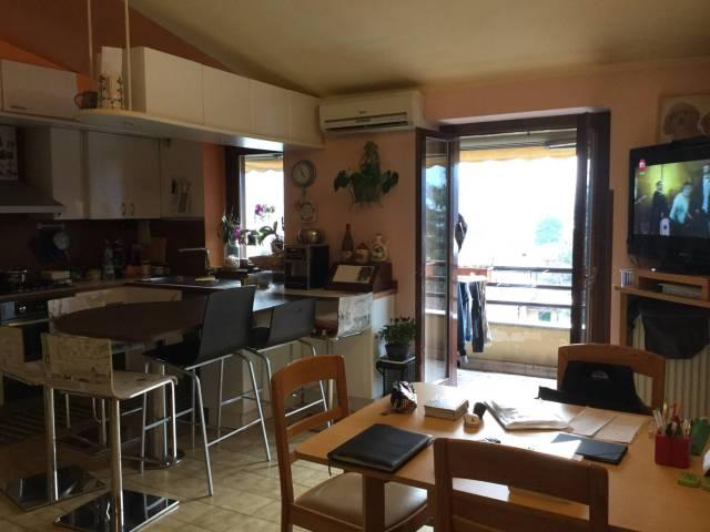 Appartamento in buone condizioni parzialmente arredato in vendita Rif. 5708017